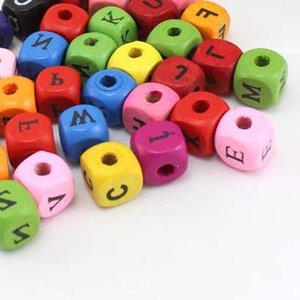100pcs التي مختلط الألوان CUBE الشكل ALPHABET الخشب الخرز الحرفية / أطفال صنع المجوهرات لسوار 10MM