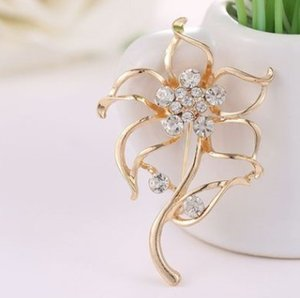 New arrival women fashion jewelry hollow leaves pins brooches diamond party lover Christmas gift