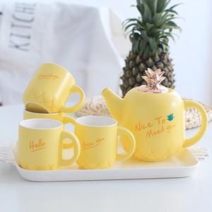Théière en céramique européenne / jaune mignonne européenne ensemble de thé d'ananas en céramique + silicone quatre tasses une bouilloire un plateau