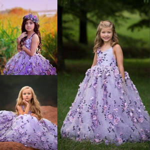 2018 Modest Bluffy Flower Girl Abiti con 3D Applique floreale con scollo a V Lace-up Backless Girls Birthday Dress Birthly Girls Pageant Gowns