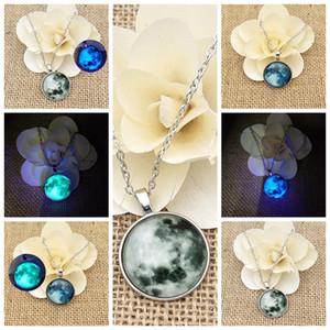 20pcs / lot Wholesale Glas leuchtende Stern-Reihen-Planeten-Halsketten-Kristallcabochon-Anhänger Glühen in der Dunkelheit Halsketten Weihnachtsschmuck