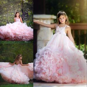 V-Ausschnitt rückenfreie Mädchen Festzug Kleider wunderschöne flauschige Spitze Applique Ballkleid Blumenmädchen Kleid Cloud Cascading Tiered Geburtstagskleider