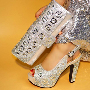 Sliver Color Ladies Italian Shoes and Bag Set Décoré avec des chaussures italiennes en strass avec des sacs assortis Haute qualité Party Shoe