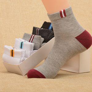 Yeni Moda Erkek Siyah Çorap Yaz Erkek Bilek Çorap Sokak İç Erkek Basketbol Casual Çorap Kadınlar Ücretsiz Boyutu İçin