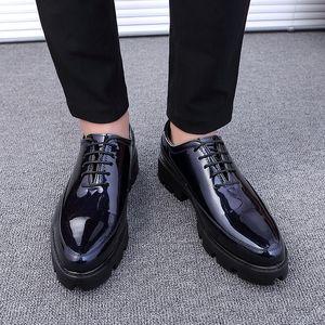 Hot Sale-Men Moda Sapatos Casuais Sapatos Rasos Juventude Ao Ar Livre Tendência Retro Personalidade Sapatos Artesanais 32019 Venda Quente