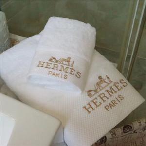 Carta Padrão cavalo bordado macio Home Hotel toalha de algodão 2pcs Cabelo Rosto Set Bath toalhas diariamente toalhas de banho Toalhas de Nice toalha Set Box