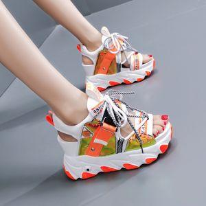 2020 Sommer Chunky-Sandelholz-Frauen 9cm Keil-Absatz-Schuhe Female Buckle Plattform-Leder-beiläufige Sommer Pantoffel Frau Sandale