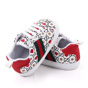 Primeros caminante del bebé recién nacido del corazón de diseño de impresión zapatillas de deporte de los calzados informales suavemente único Prewalker del bebé de los zapatos deportivos