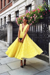 2019 Gorgeous Party Dresses Sexy Plunging Neck Puffy A Line Tea Length Yellow Lace Wedd ing Guest Dresses