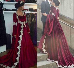 2019 New Arabic Dubai Lange Ärmel Kaftan Abendkleider Heißer Burgunder Samt Mit Applikationen Lange Vintage Muslimische Party Kleider