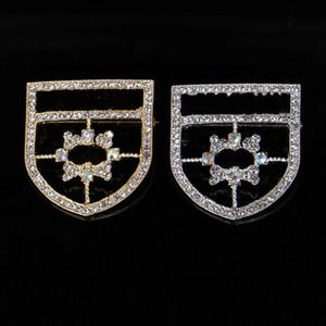 Yeni Kristal Broş iğneler Ünlü Moda Pearl Rhinestone Klasik Harf Yaka Takı Aksesuar Ziyafet Broche Hediyeler Eşarp Toka 70-89