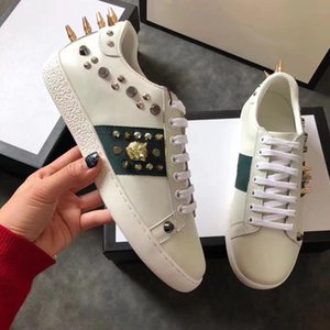 2019 New Designer shoes 100% Ace leather sneaker men women Classic trainers python tiger bee Flower Embroidered Cock Love sneakers 01