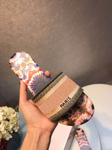 2019 Designer di lusso Parigi Abbastanza bello Sandali estivi Ciabatte da spiaggia Ciabatte infradito da donna Mocassini in pelle tinta unita 36-46 con scatola