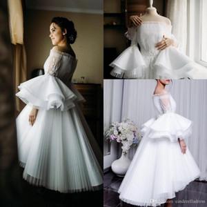 2020 Kleine weiße Abendkleider weg von der Schulter Puffy Rüschen lange Hülse Chiffon- Falte High Low Short Abendkleider Applique Gelegenheits-Kleid