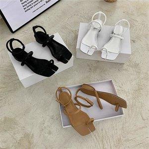 Sandalias de cuero divididas en punta de tacón plano blanco negro diseñador de moda Sandalias de verano zapatos de mujer perilla de punta bohemia zapatos de playa