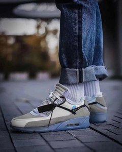 2020 DESIGNER white Black Desert Mens Running Shoes for men womens sports 90s DESIGNER Air Sneakers Womens off trainers