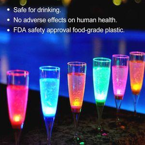 Su LED Şarap Şampanya Bira Şarap Kupası Flüt Gözlük Su Sıvı Yanıp sönen Işıklı Bardaklar Festivali Parti Drinkware XD23088 Aktive