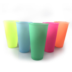 Renk Değiştirme Su Bardağı Sıcaklık Duyarlı Plastik Şişe 700 ml PP Malzeme Meyve Suyu Kupa 5 Renkler Kapaklı Yüksek Kapasiteli Tumbler