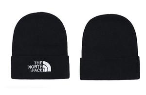 2019 sport Canada uomini Beanie designer lana casuale cappello nuovo lusso a maglia cappello da sci Gorro Bonnet Cappelli di lana pom pom cranio di alta qualità