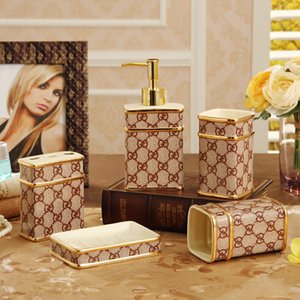 Salle de bains Accessoires Set céramique distributeurs de savon Porte-brosses à dents Coupes gargariser 5 Pièces Set Cadeaux de mariage de luxe Livraison gratuite