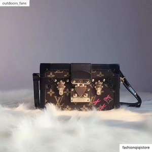 2020 Hot Sale New PETLE MALLE Fashion Boxed Handbag Shoulder Bag Hobo Handbag TO HANDS Boston Messenger Bags a