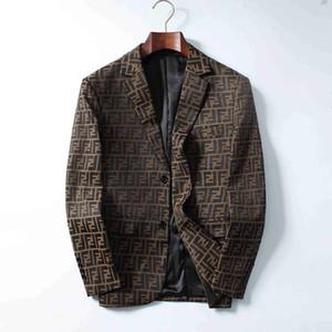 2019 nueva capa de protección solar ropa casual para hombre chaqueta de las chaquetas con Tops impresa letra de la solapa de la capucha Negro rompevientos Streetwear M-3XL