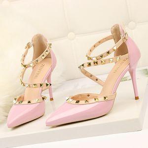 Grande taille Femmes talon aiguille chaussures 34-41 Mesdames pu talons hauts bout pointu Stud pompes Euro simples chaussures habillées pour dames zy252