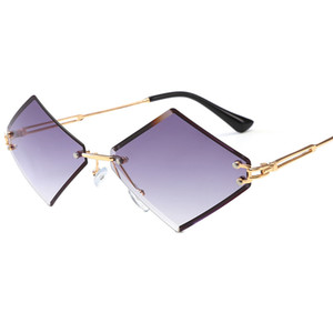 Clear Triangular Occhiali da sole Occhiali da sole senza montatura Donne Occhiali con lenti in metallo Occhiali da vista Retro occhiali da sole punk Occhiali da sole per feste FML