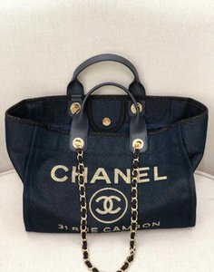 Classic lady's shopping bag 7A high-end custom quality handbag fashion style gold accessories with long shoulder strap.