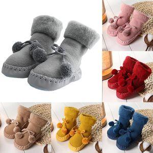 2019 bambini bambino si ispessisce più caldi di velluto nuovo pavimento calzini scarpe bambino della ragazza del neonato antiscivolo scarpe e calze FirstWalkers