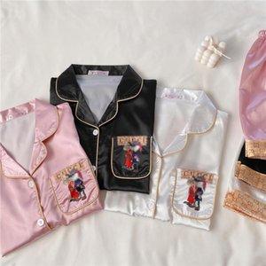 Женщины Ice Шелковый пижамы наборы мультфильм Письмо печати с коротким рукавом Пижамы Pijama Девушки Сладкие Повседневный Thin Главная Одежда