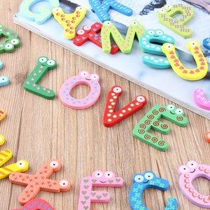Çocuklar Bebek Eğitim için 26pcs 26 Alfabe Mıknatıs Ahşap Buzdolabı Magnet Buzdolabı Çıkartma Karikatür Renkli Çocuk Oyuncakları