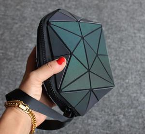 Aydınlık renk düzensiz yarı dairesel kozmetik çantası Geometrik eşkenar dörtgen desen kabuk şeklinde geometrik çanta