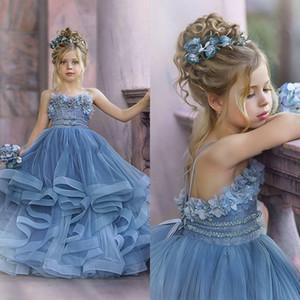Schöne 2020 Tiered wulstige Ballkleid-Blumen-Mädchen-Kleider Appliqued Für Festzug Kleider Tüll bodenlangen Rüschen Erstkommunion Kleid
