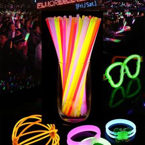 Bâtons de flash LED multicolores Hot Glow Stick Bracelet colliers Neon Party LED Clignotant Stick Baguette Baguette Nouveauté Jouet LED Concert Vocal Flas