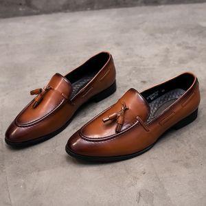 Vente chaude-Yomior Mode Bout Pointu Hommes De Haute Qualité En Cuir Véritable Hommes Chaussures Designer Casual Mâle Formelle Robe De Mariée Chaussures