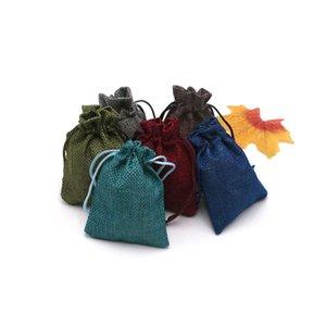 Fashional 50 UNIDS Colorido Patrón de Navidad Del Partido de La Boda Favor de Hessian Burlap Jute Bolsas de Regalo Puede Ser Personalizado Joyero 7x9