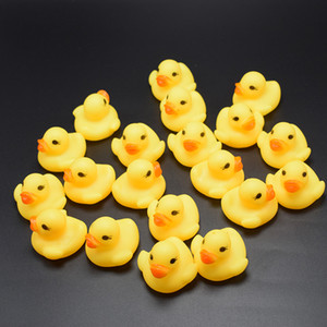 2020 de alta qualidade Baby Bath Água Duck Toy Sounds Mini borracha amarela Ducks Bath pequeno Duck presentes Toy Crianças Swiming Praia frete grátis