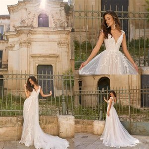 2020 Newest A-line Boho Wedding Dresses V-neck Sleeveless Appliqued Lace Ruched Tulle Bridal Gown Custom Made Sweep Train Bridal Dress