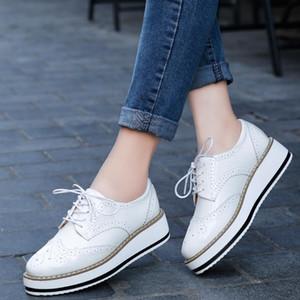 kutu NAUSK 2018 İlkbahar Kadınlar Platformu Ayakkabı Kadın Brogue Rugan Flats Lace Up Ayakkabı Kadın Düz Oxford Ayakkabılar için birlikte