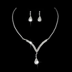 Envío gratis Crystal Bridal Jewelry Set Water Drop Necklace Stud Earrings Conjuntos de joyería de boda para novia Damas de honor Accesorios