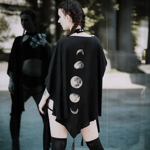 Foncé V-Neck T-Shirt Femme gothique Lune Imprimé Tassel vrac Bat Cape Harajuku Fashion Sexy Streetwear Punk Cape T-shirt pour fille