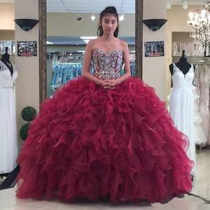 Borgogna Sweetheart Organza Ball Gown Abiti Quinceanera Perline Strass Increspature Strati Sweep Train Principessa Abiti da ballo con pizzo UP