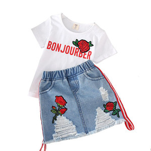 Kinddesignerkleidungsmädchen-Ausstattungskinder Rose stickten top + Hole Denimröcke 2pcs / set 2019 Sommer-Butikebaby Kleidungs-Sätze C6524