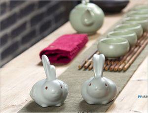 Thé humidifie l'animal Une paire de lapin en céramique chinois vous four affichage pour animaux de thé de lapin une taille de jeu de thé caractéristique: 8 * 8 cm