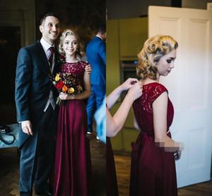 Burgundy Country Bridesmaid Dresses 2019 보석 바닥 길이 레이스 샷시 구슬 가든 웨딩 게스트 가운 명예 복장 플러스 사이즈의 저렴한
