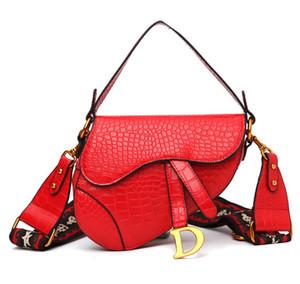 2019 Designer Handtasche der Frauen neuen Brief Umhängetasche hochwertige Kuriertasche Luxus-Satteltasche d05