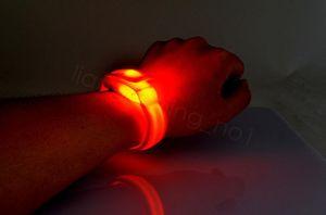 luce di nylon LED lampeggiante bracciale cinturino da polso bracciale per il giocattolo sport esterni di sicurezza attività del partito Club Cheer Notte braccialetto 22 centimetri FFA3191-1