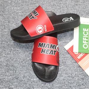 Hot Sale-dedo Slides Mens Flip Flops Verão Skid Resistance Praia Plano Chinelos Sapatos Basquete Jogador de futebol Moda