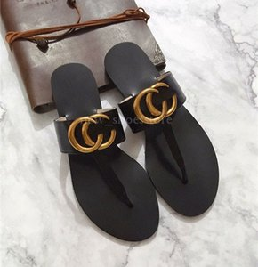 Tanga de couro Sandálias Das Mulheres Dos Homens De Luxo Desinger Chinelos Moda Fina Preto Flip Flops Marca Sapato Ladie Sapatos Bege Sandálias Sapatos de Aleta
